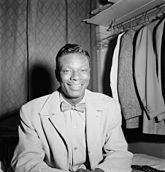 Nat King Cole, Paramount Theater, New York, N.Y., ca. Nov. 1946 (William P. Gottlieb 01601).jpg
