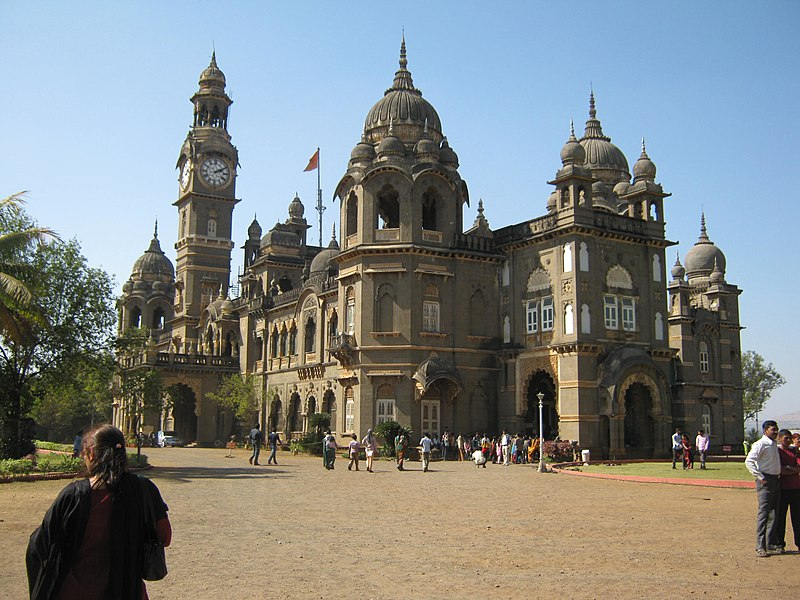 File:New Palace , Kolhapur , India.JPG