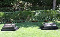 Nixon grave 2011.jpg