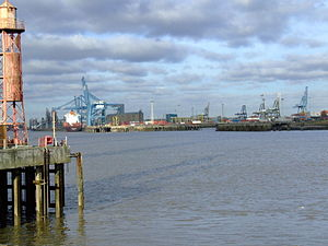 Northfleet - Looking up Northfleet Hope from The Shore.