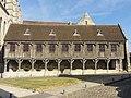 Noyon (60), cathédrale Notre-Dame, bibliothèque du chapitre, façade principale sud-est 2.jpg