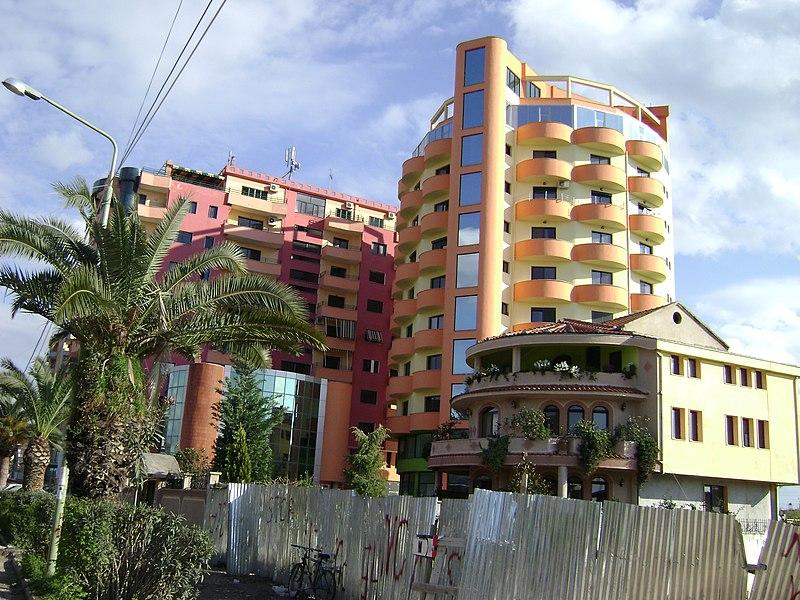 File:Nuovo palazzo residenziale a Lushnje Albania - 2008 - panoramio.jpg