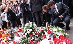 Carles Puigdemont - Puigdemont lays a flower in tribute to the victims of the 2017 Barcelona attacks