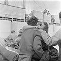 Ontschepen van emigranten (oliem) uit Bulgarije van het transportschip Bulgaria , Bestanddeelnr 255-1145.jpg