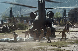 2005 Kashmir earthquake - Pakistani soldiers carry tents away from a U.S. Army CH-47 Chinook helicopter