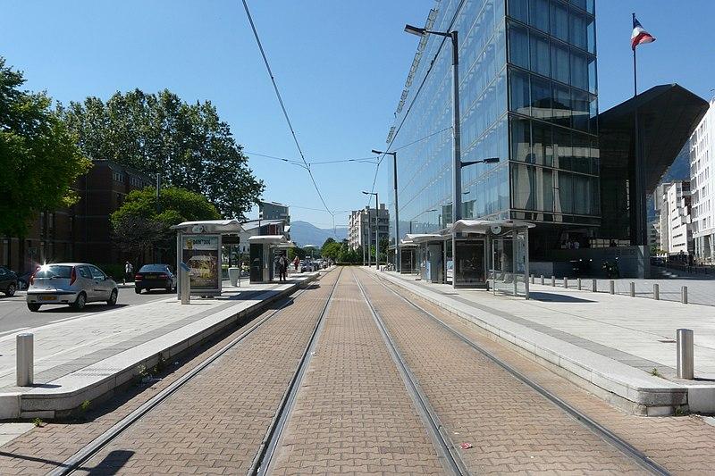 800px-Palais_de_Justice_%28tramway_de_Grenoble%29.JPG
