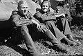 Panssarivaunun kuljettajat Mannerheimristin ritari kersantti Lauri Heino, vasemmalla ja kersantti Matti Virtanen 22.7.1944.jpg