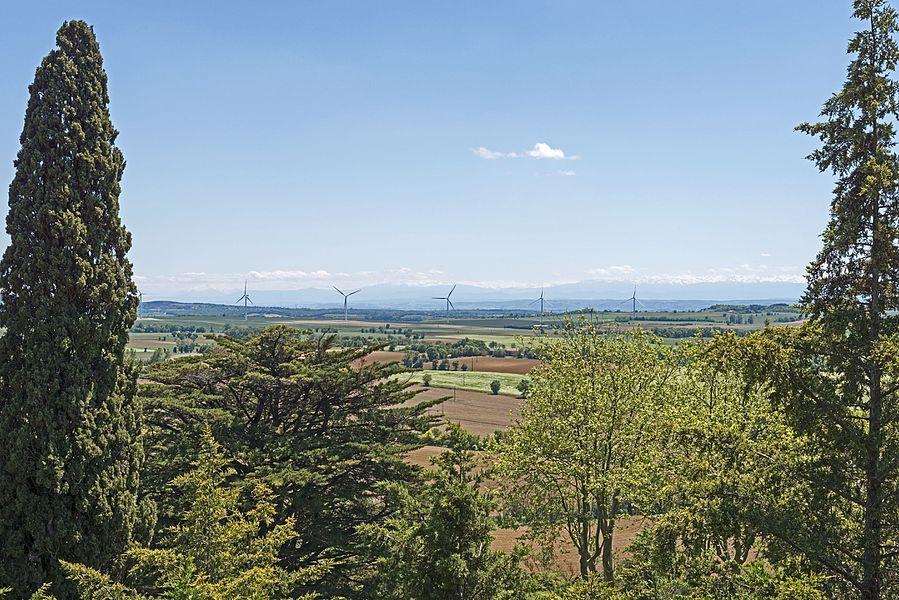 English:  Windfarm in Lauragais, consisting of 11 machines spread over three communes of Haute-Garonne: Saint-Félix-Lauragais, Roumens and Montegut-Lauragais. View from Saint-Julia.