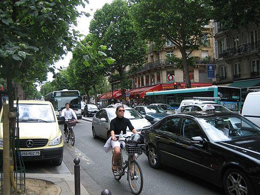 पेरिस साझा की गई बाइक, बस और टैक्सी लेन