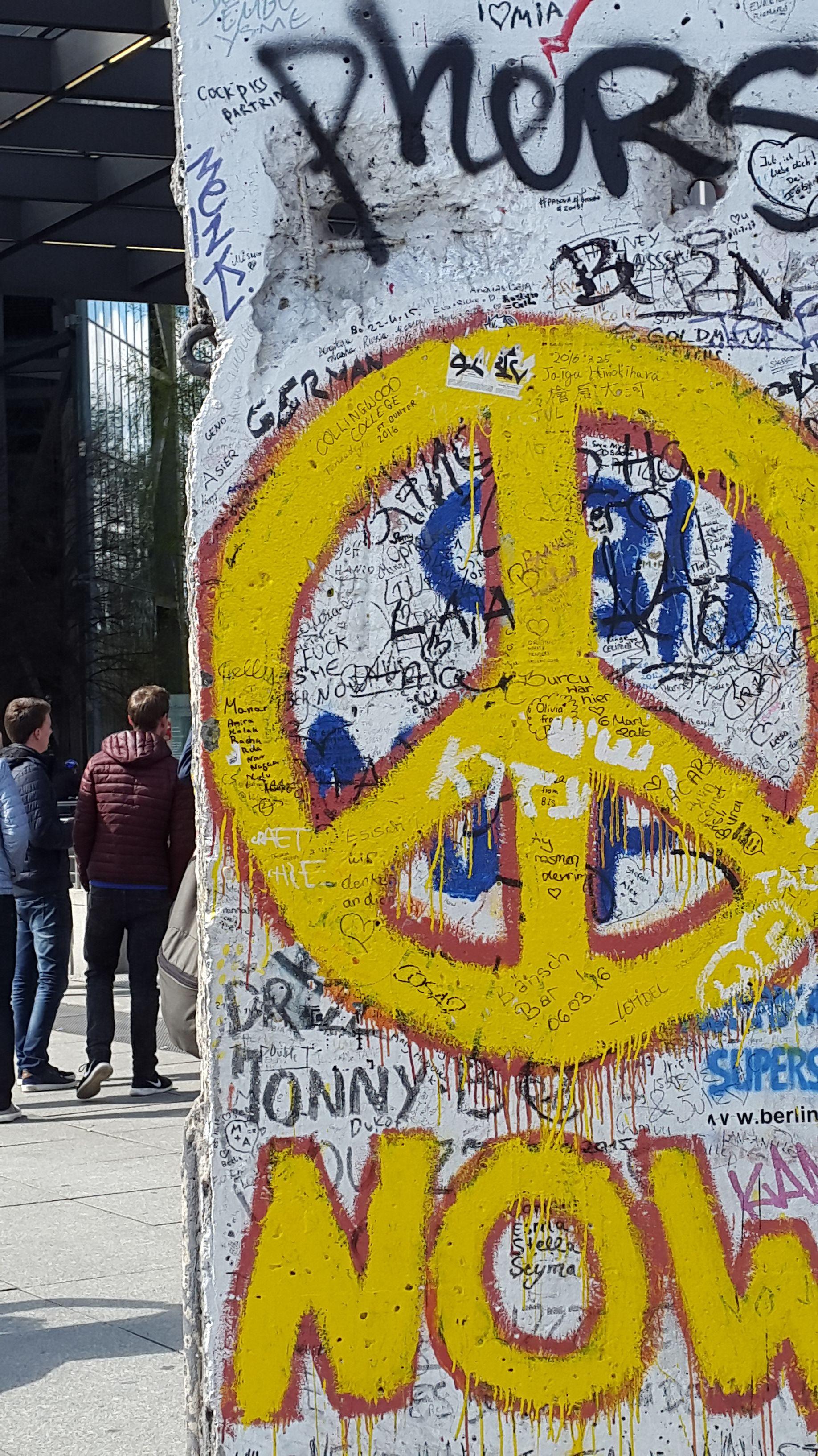 File:Part of the Berlin wall.jpeg - Wikimedia Commons