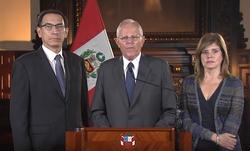 Педро Пабло Кучински, ao lado de seus вице-президенты, discursa sobre seu processo de impeachment.png
