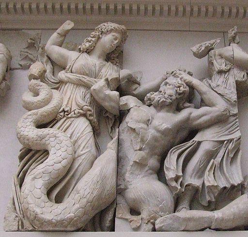 Pergamonmuseum - Antikensammlung - Pergamonaltar 22 detail