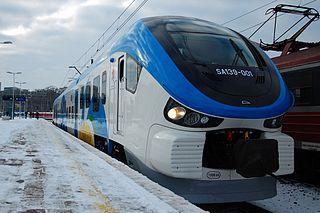 Die neuen Link-Dieseltriebwagen von PESA Bydgoszcz verkehren zwischen Stettin und dem Flughafen Stettin-Goleniów. Hier der erste dieser Züge in Polen (Bild: Szymon Maksymiuk/Wikipedia)