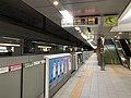 Platform of Yakuin-Odori Station 5.jpg