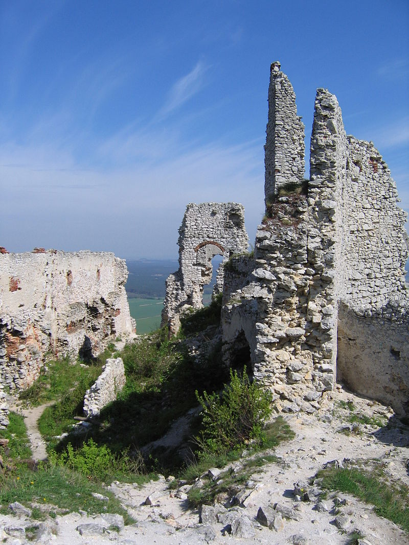 Plavecky hrad.jpg