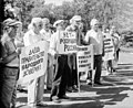 Pn-picketing-1998-july-left.jpg
