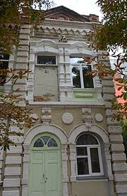 Poltava Pylypa Orlyka (Paris Commune) Str. 11 Apartment House 02 Details (YDS 7491).jpg