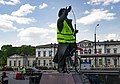 Pomnik Jana Kiepury w kamizelce.jpg