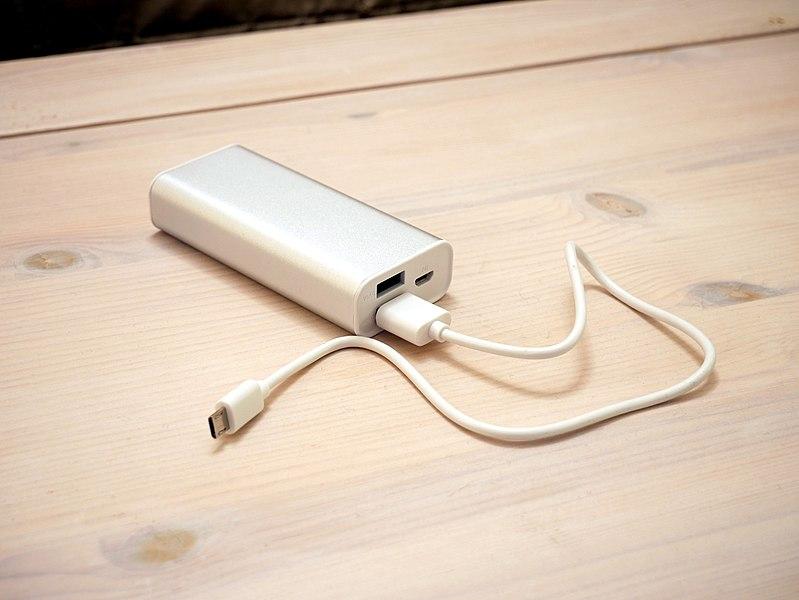 File:Portable power bank.jpg