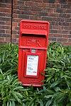 Post box Elizabeth II.jpg