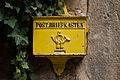 Postbriefkasten im Innenhof von Burg Ludwigstein, Hessen, Deutschland IMG 1325 26 27 28 29 30 31 edit.jpg
