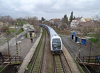 Praha-Strašnice zastávka, vlak ČD, z lávky (01).jpg