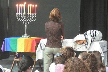 English: Pride Minyan. An egalitarian orthodox...