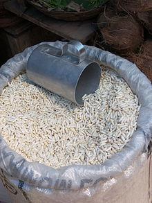 Riso soffiato in vendita all'Ulsoor Market di Bangalore (India).