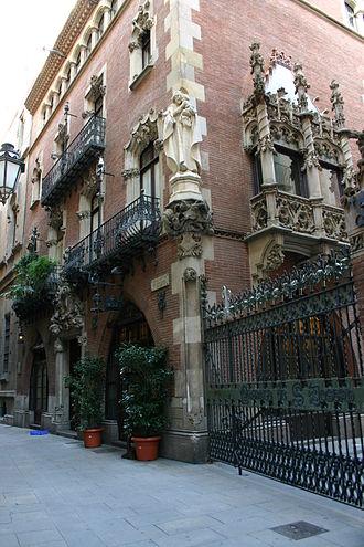 Casa Martí - Image: Puig.i.Cadafalch.Cas a.Martí.4Gats.Barcel ona