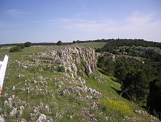 Pulicchio di Gravina - Lateral rock on one of the sides of the doline