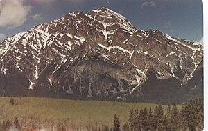 Pyramid Mountain (Alberta) - West face