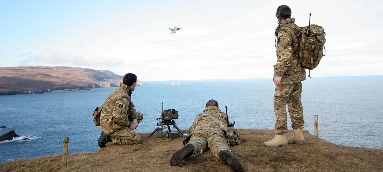 المراقب الجوي المتقدم Forward Air Controller او مايعرف اختصارا ب FAC  1280px-RAF_Regiment_Forward_Air_Controllers