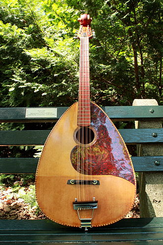 Mandocello - Image: Redhead Mandocello by Nevin Fahs (luthier) 1