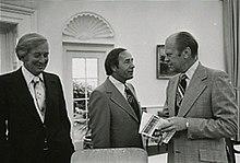 1926: Richard Devos, Businessman, Sports Franchise Owner, Philanthropist, Born
