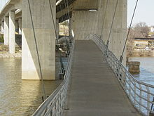 Robert E. Lee Memorial Bridge from underneath, showing footbridge.jpg