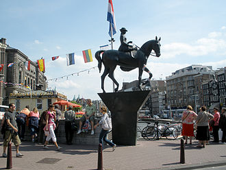 Rokin - Equestrian statue of Queen Wilhelmina on the Rokin.