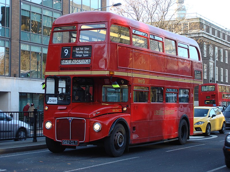 london bus 800px-Routemaster_RM1562
