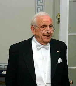 Roy Glauber Dec 10 2005.jpg