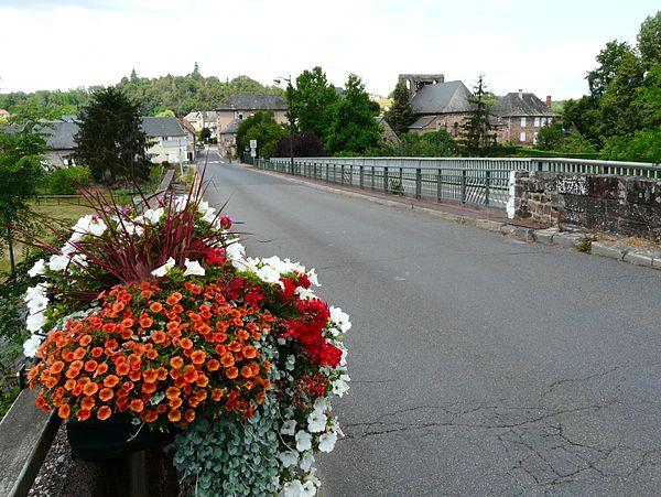 Le bourg de Saint-Pantaléon-de-Larche.