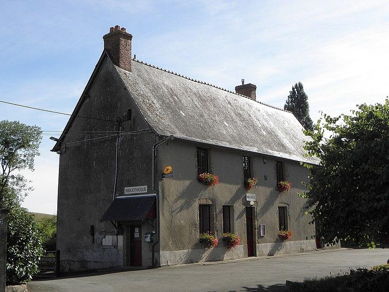 Mairie de Saint-Pierre-sur-Orthe (53).