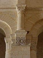 Saintes (17) Basilique Saint-Eutrope Intérieur Chapiteau 17.JPG