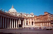 Basilica di San Pietro: la facciata (Carlo Maderno) con in primo piano il colonnato di Bernini