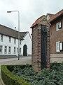 Schimmert-Wegkruis en waterpomp voor huis Op de Bies 1 (1).JPG