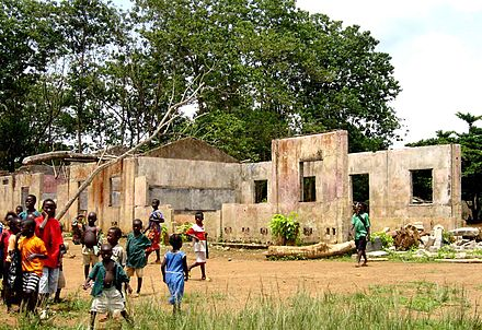 A school in Koindu destroyed by RUF rebel forces. In total, 1,270 primary schools were destroyed in the War. School destroyed by Sierra Leone Civil War.jpg