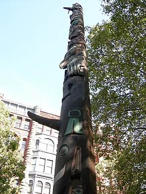 Pioneer Building (Seattle) - Image: Seattle Pioneer Square totem pole 04