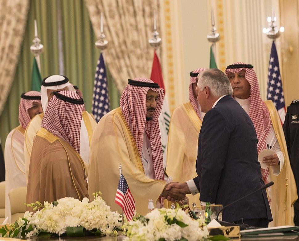 Secretary Tillerson Greets Saudi King Salman Following the Saudi Arabia-Iraq Coordination Committee Meeting (37853939191)