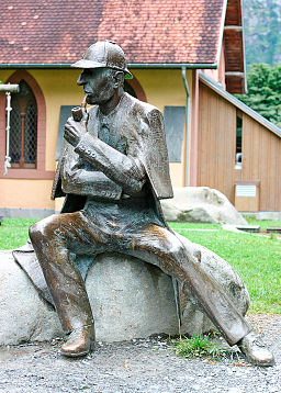 Sherlock Holmes statue at Meiringen2