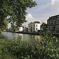 Situering in het straatbeeld, gezien vanaf de overzijde van de Vaart - Assen - 20389379 - RCE.jpg
