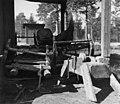 Sleder og en pulk. Feodorofs gård 1959 - Norsk folkemuseum - NF.06209-020.jpg