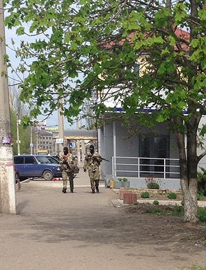 Siege of Sloviansk - Masked armed men walking around the city